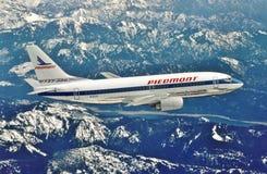 Líneas aéreas Boeing B-737-301 de Piamonte en él vuelo de la entrega del campo de Boeing, Seattle Washington Imagenes de archivo