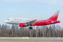 Líneas aéreas de Airbus a319 Rossiya, aeropuerto Pulkovo, Rusia St Petersburg mayo de 2017 Fotos de archivo