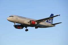 Líneas aéreas del escandinavo del aterrizaje de aviones Imagen de archivo libre de regalías