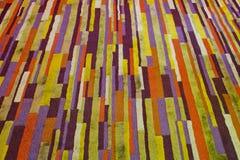 Líneas abstractas en fondo del color Imagenes de archivo