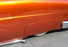 Líneas agraciadas, coche clásico bajado Fotos de archivo