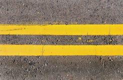Líneas amarillas dobles Imágenes de archivo libres de regalías