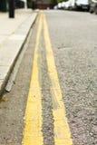Líneas amarillas dobles Imagen de archivo libre de regalías