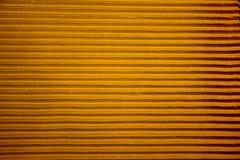 Líneas amarillas en el muro de cemento Imagenes de archivo