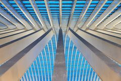 Líneas azules abstractas de Lieja Guillemins imagen de archivo libre de regalías