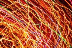 Líneas curvadas que brillan intensamente brillantes como fondo foto de archivo