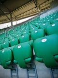 Líneas de asientos verdes del estadio Fotos de archivo libres de regalías