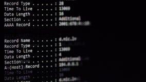 Líneas de comandos de la configuración de servidor que corren en el monitor de computadora almacen de metraje de vídeo