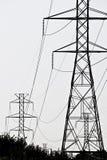Líneas de la alta tensión Imagenes de archivo