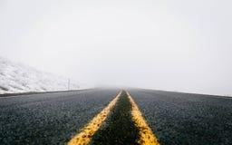 Líneas de la carretera del invierno Imagen de archivo