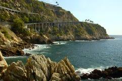 Líneas de la playa del acantilado de Acapulco foto de archivo