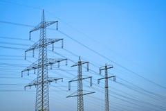 Líneas de suministro de la potencia grande Fotos de archivo