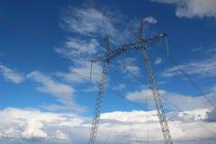 Líneas de transmisión de poder líneas eléctricas Fotos de archivo