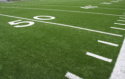 Líneas de yardas americanas del campo de fútbol Imagenes de archivo