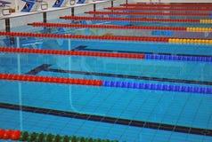 Líneas del carril de una piscina Fotografía de archivo libre de regalías