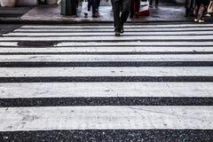 Líneas del paso de peatones Imagenes de archivo