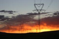 Líneas eléctricas 2 de la puesta del sol Imagenes de archivo
