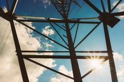Líneas eléctricas de alto voltaje Imagen de archivo