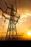 Líneas eléctricas de la electricidad Fotos de archivo