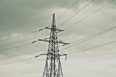 Líneas eléctricas de la transmisión Fotografía de archivo