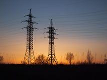 Líneas eléctricas del voltaje Fotografía de archivo