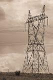 Líneas eléctricas eléctricas en cielo Foto de archivo libre de regalías