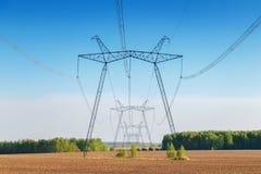 Líneas eléctricas en el campo Electrosupply Imagen de archivo
