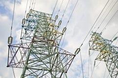 Líneas eléctricas en el cielo Fotografía de archivo libre de regalías