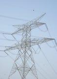 Líneas eléctricas en el cielo claro Imagen de archivo