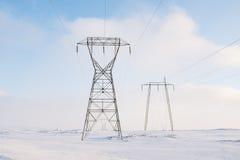 Líneas eléctricas en invierno Fotografía de archivo