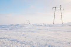 Líneas eléctricas en invierno Imagenes de archivo