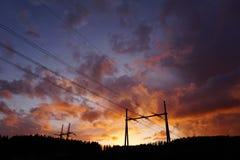 Líneas eléctricas en puesta del sol Fotografía de archivo libre de regalías
