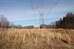 Líneas eléctricas en un campo Fotos de archivo