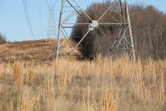 Líneas eléctricas en un campo Foto de archivo