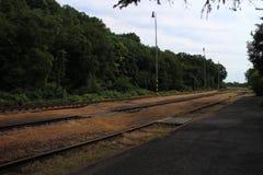 Líneas ferroviarias en el ¡de Hontianske Tesà de la estación de ferrocarril con referencia a foto de archivo libre de regalías