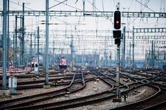 Líneas ferroviarias en la estación principal de Zurich Foto de archivo libre de regalías