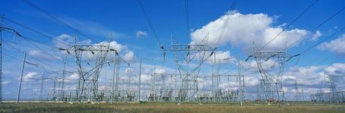 Líneas utilitarias eléctricas Imagenes de archivo