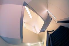 Líneas y ángulos de la escalera moderna Fotografía de archivo