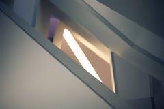 Líneas y ángulos de la escalera moderna del embudo Fotos de archivo