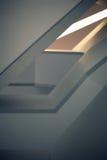 Líneas y ángulos de la escalera moderna del embudo Fotografía de archivo