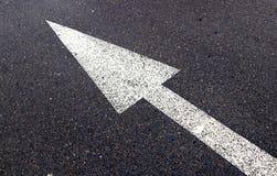 Líneas y flecha del camino imágenes de archivo libres de regalías
