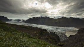 Língua da geleira de Skaftafellsjokull e lago glacial, Skaftafell islândia imagem de stock