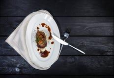 Língua de carne com molho e tomates da raiz de aipo Imagens de Stock