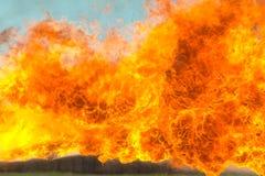 Línguas da chama do lança-chamas Fundo do fogo imagem de stock