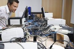 Lío del ejecutivo y del hardware en oficina imagen de archivo libre de regalías