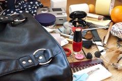 Lío en bolso de la mujer Imagen de archivo libre de regalías