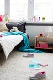 Lío en dormitorio adolescente Foto de archivo libre de regalías