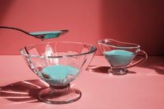 Líquido azul en un envase de cristal Fotografía de archivo libre de regalías