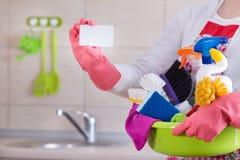Líquido de limpeza da casa com cartão imagens de stock