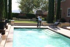 Líquido de limpeza da piscina Foto de Stock